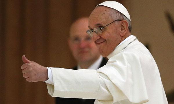 pape-francois-pouce